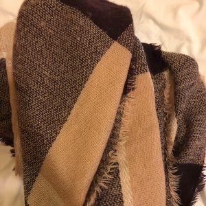 Warm checkered blanket scarf-LIGHTLY WORN